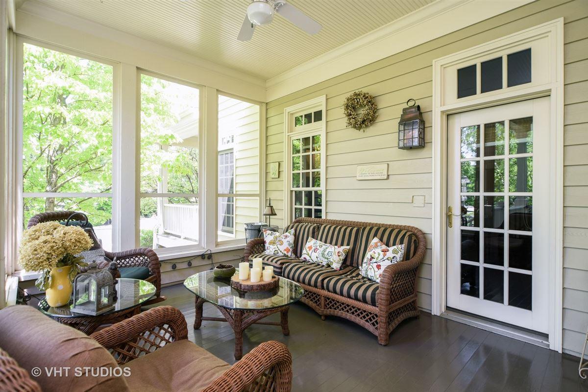 Mansions Stunning Custom-Built home in Grayslake