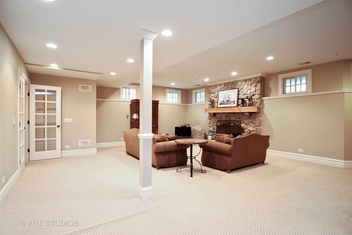 Luxury homes Stunning Custom-Built home in Grayslake
