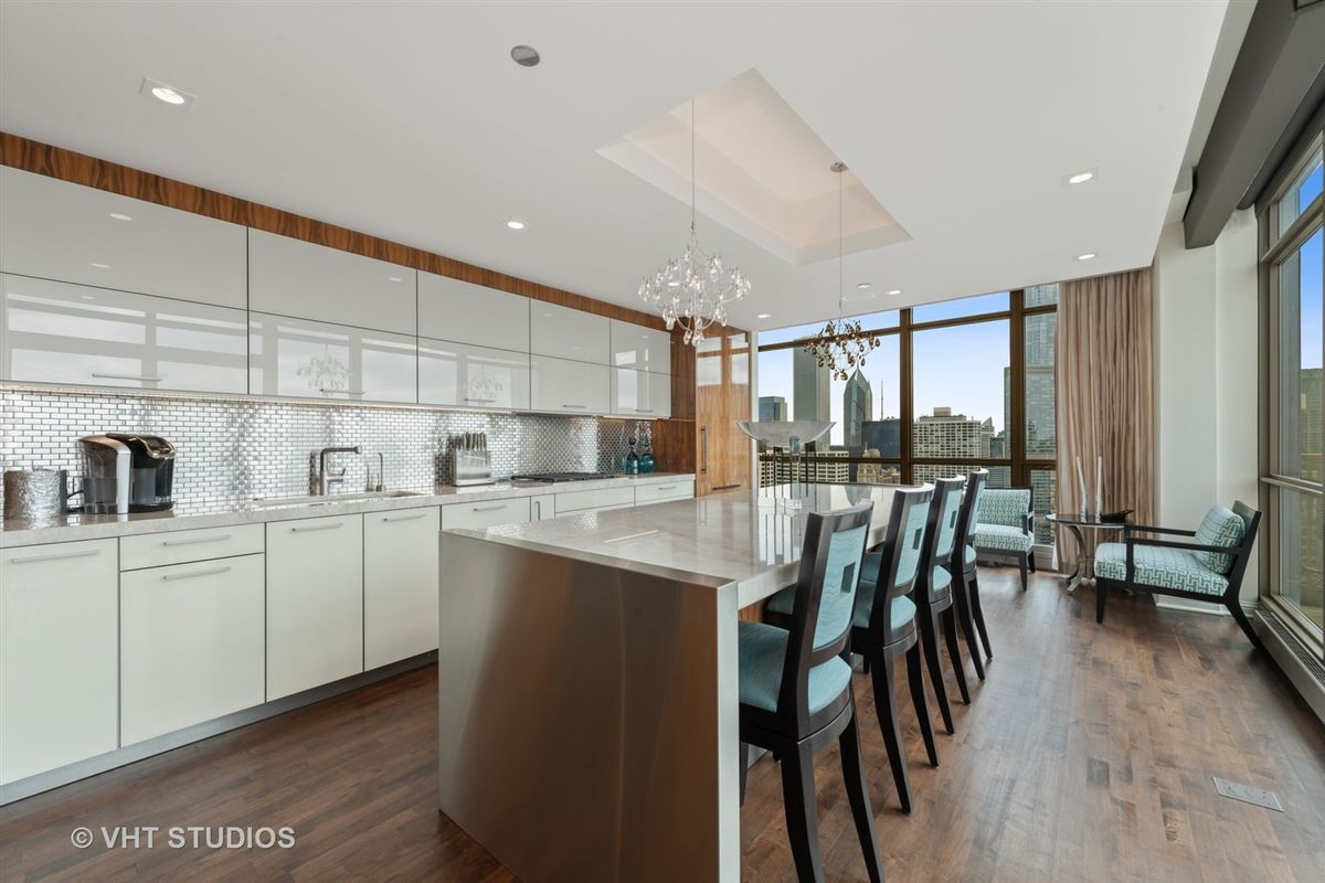 Luxury homes Stunning penthouse at the Pinnacle