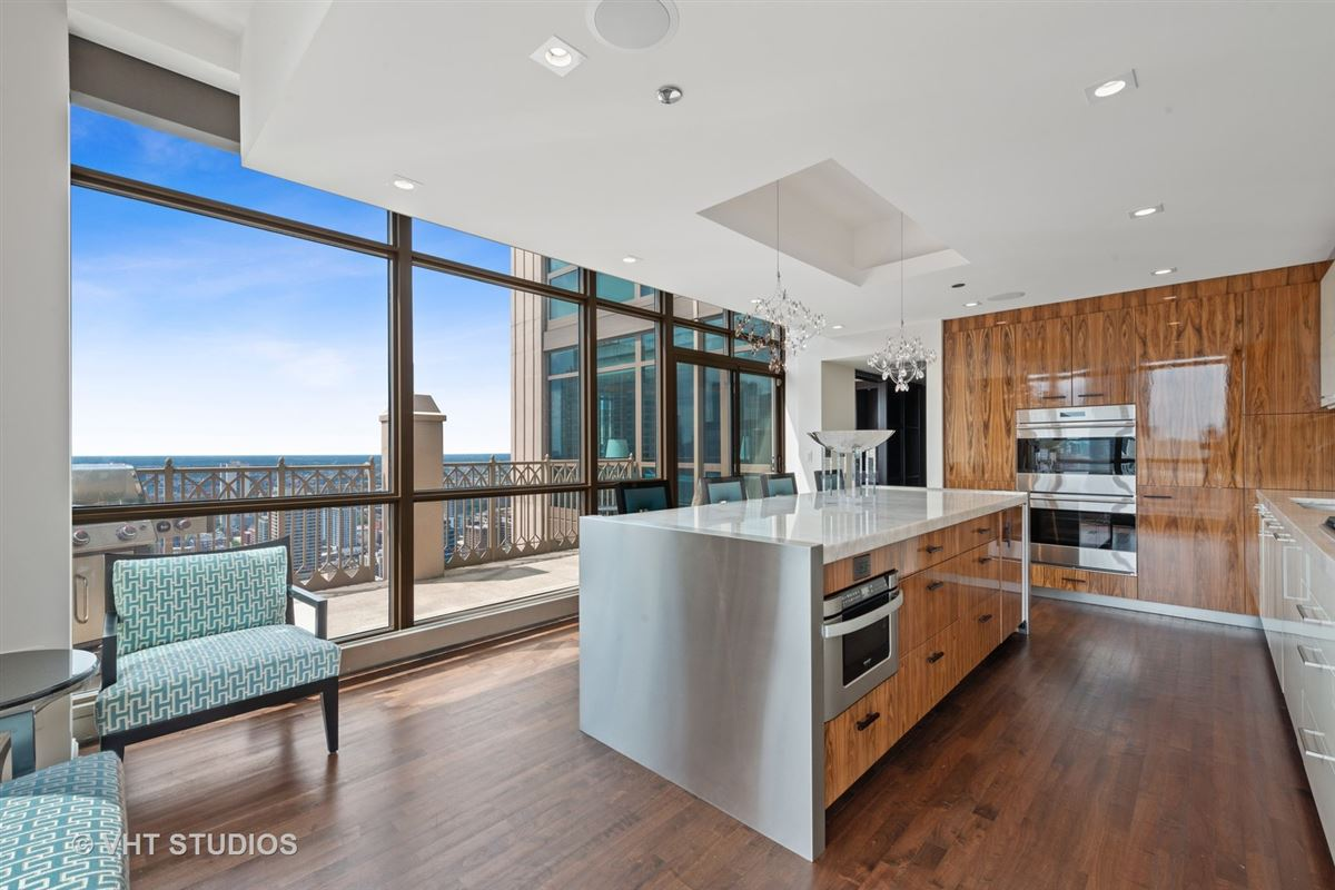 Stunning penthouse at the Pinnacle luxury homes