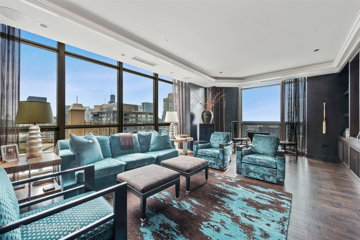 Luxury real estate Stunning penthouse at the Pinnacle