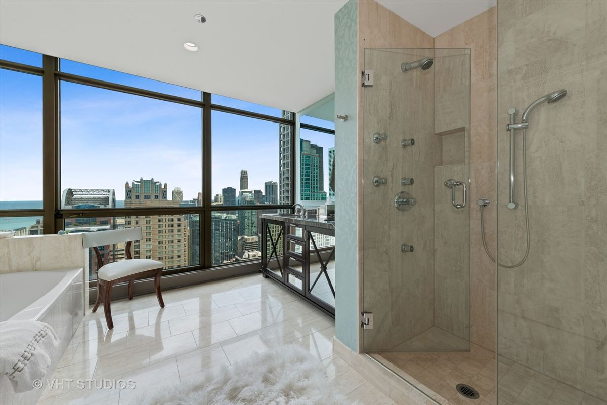 Luxury properties Stunning penthouse at the Pinnacle