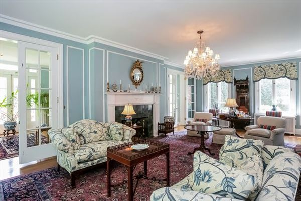 Mansions in Historically renovated Georgian Revival