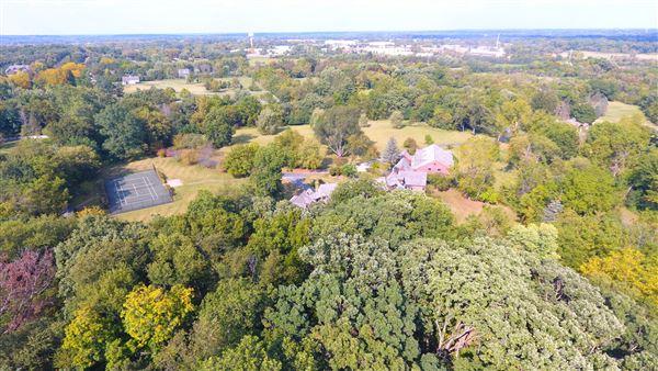Luxury real estate a 26 Acre Barrington Hills Estate