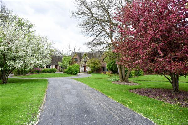 a 26 Acre Barrington Hills Estate luxury properties