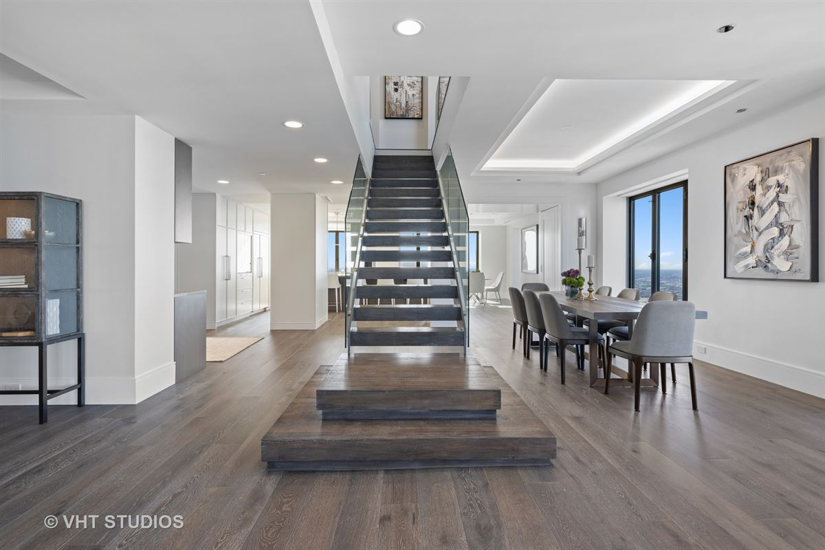 Mansions one-of-a-kind comepletely redone duplex