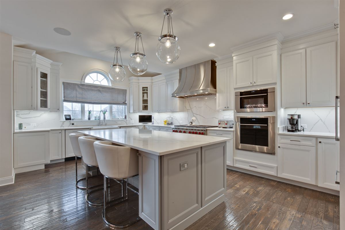incredible home full of upgrades luxury properties