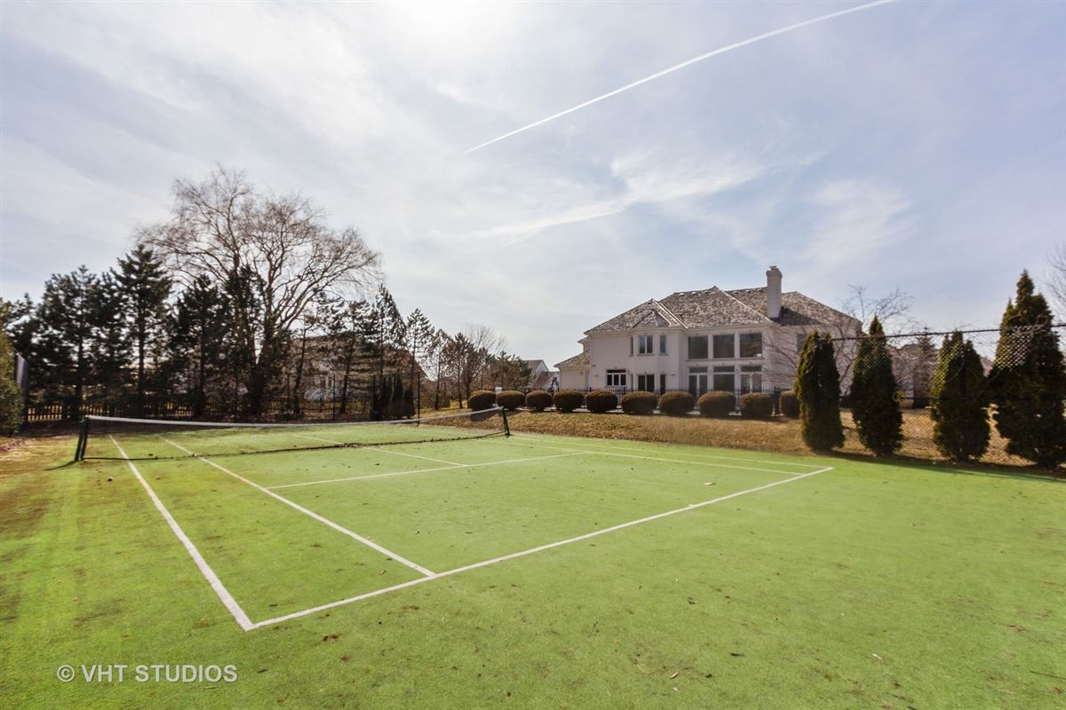 Luxury real estate EXQUISITE HOME INCLUDES A BACKYARD AND POOL