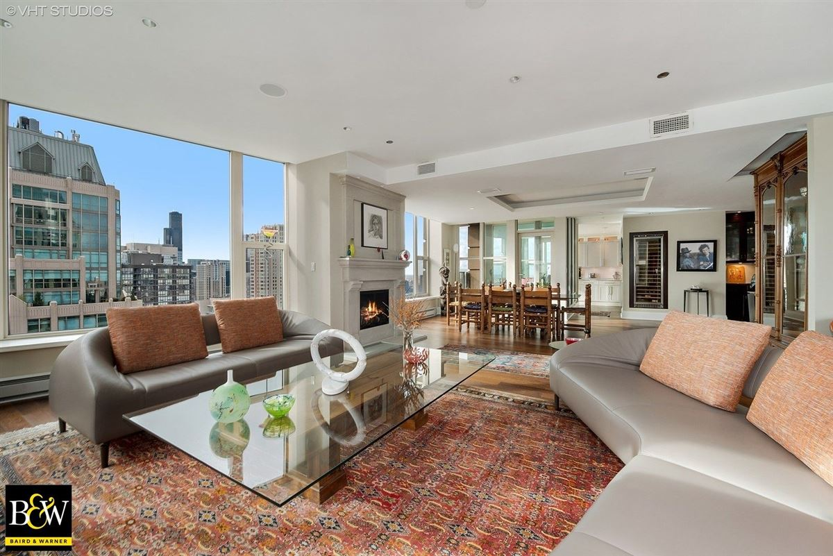 Luxury homes penthouse in the luxurious Fordham
