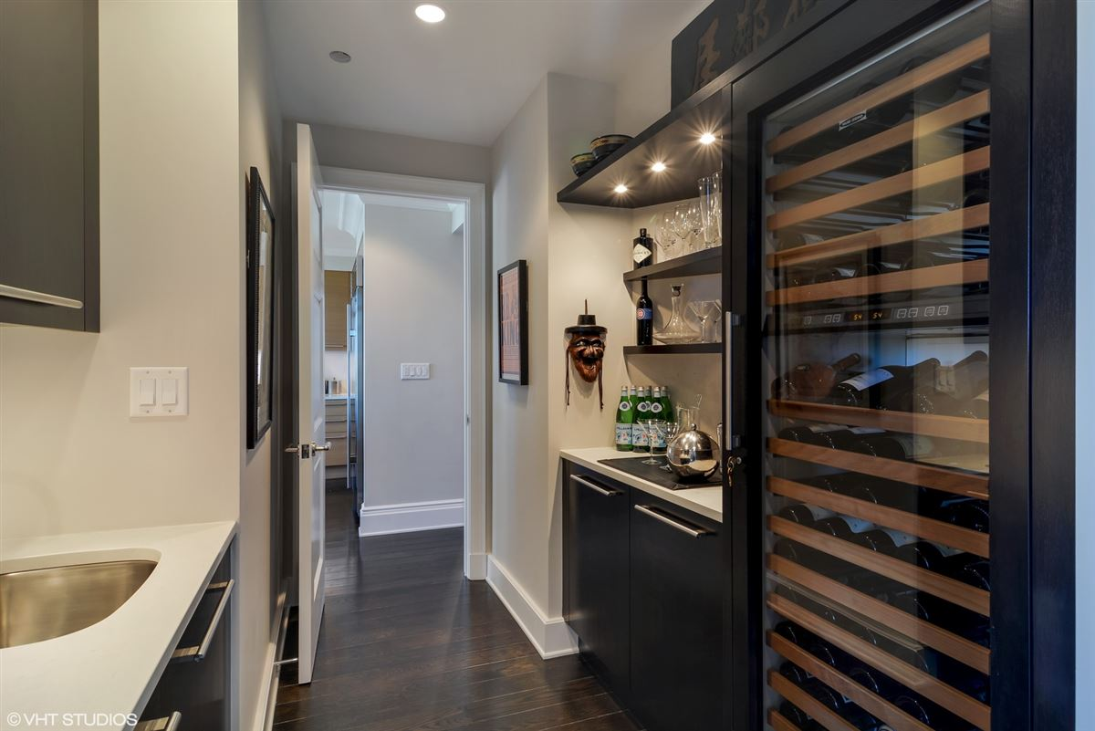 Mansions exquisite home at prestigious Lincoln Park 2550