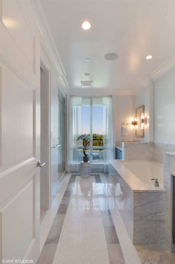 Luxury homes exquisite home at prestigious Lincoln Park 2550