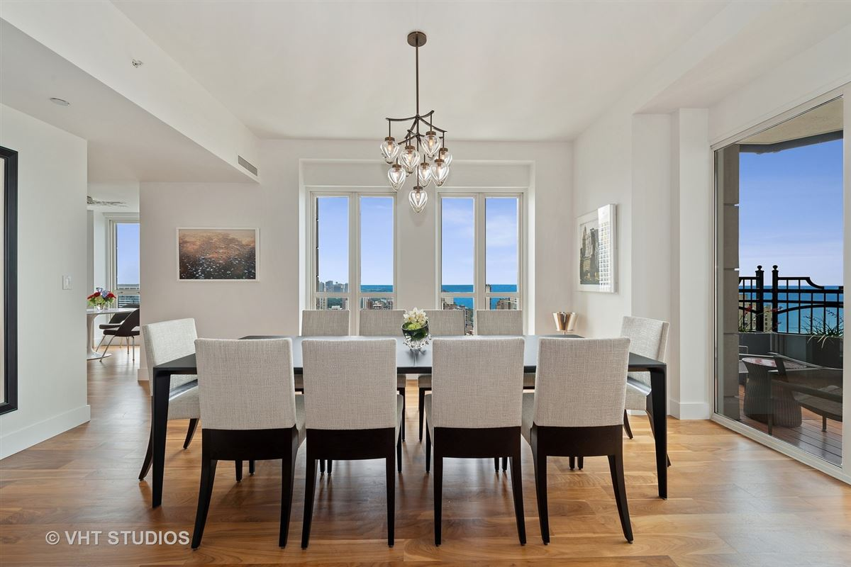 Luxury homes stunning residence offers Beautiful city and lake views