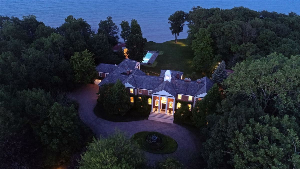 Spectacular 2.48 acre lakefront estate luxury homes