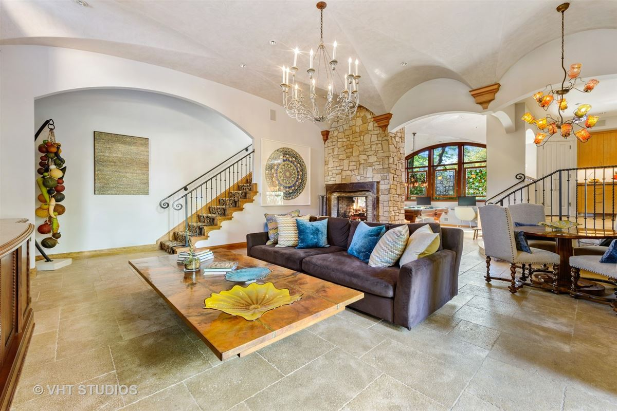 Luxury properties Tuscany in Lincoln Park