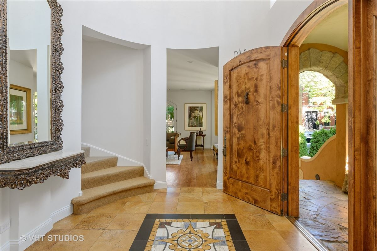 Luxury real estate Tuscany in Lincoln Park