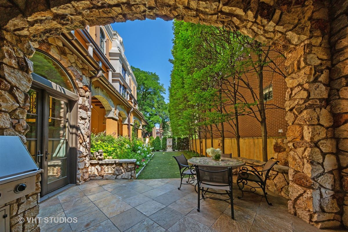 Tuscany in Lincoln Park luxury properties