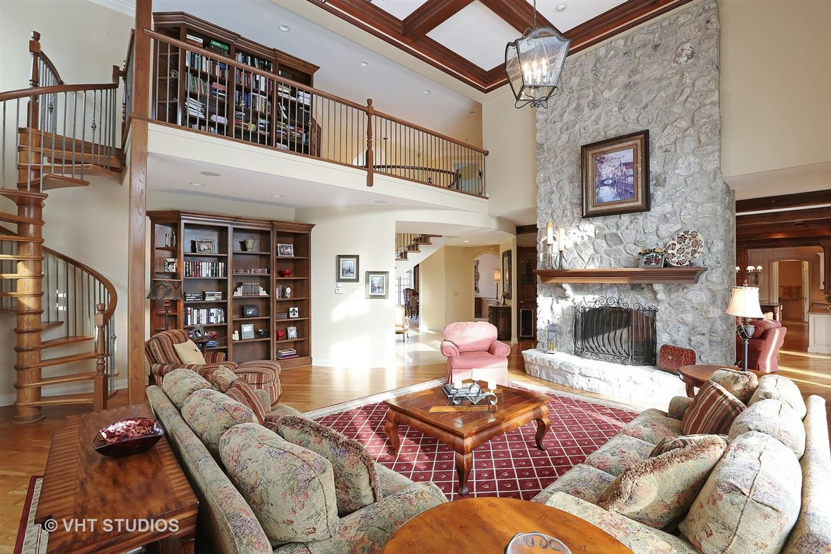 Gorgeous estate property with an exquisite blend of design luxury real estate