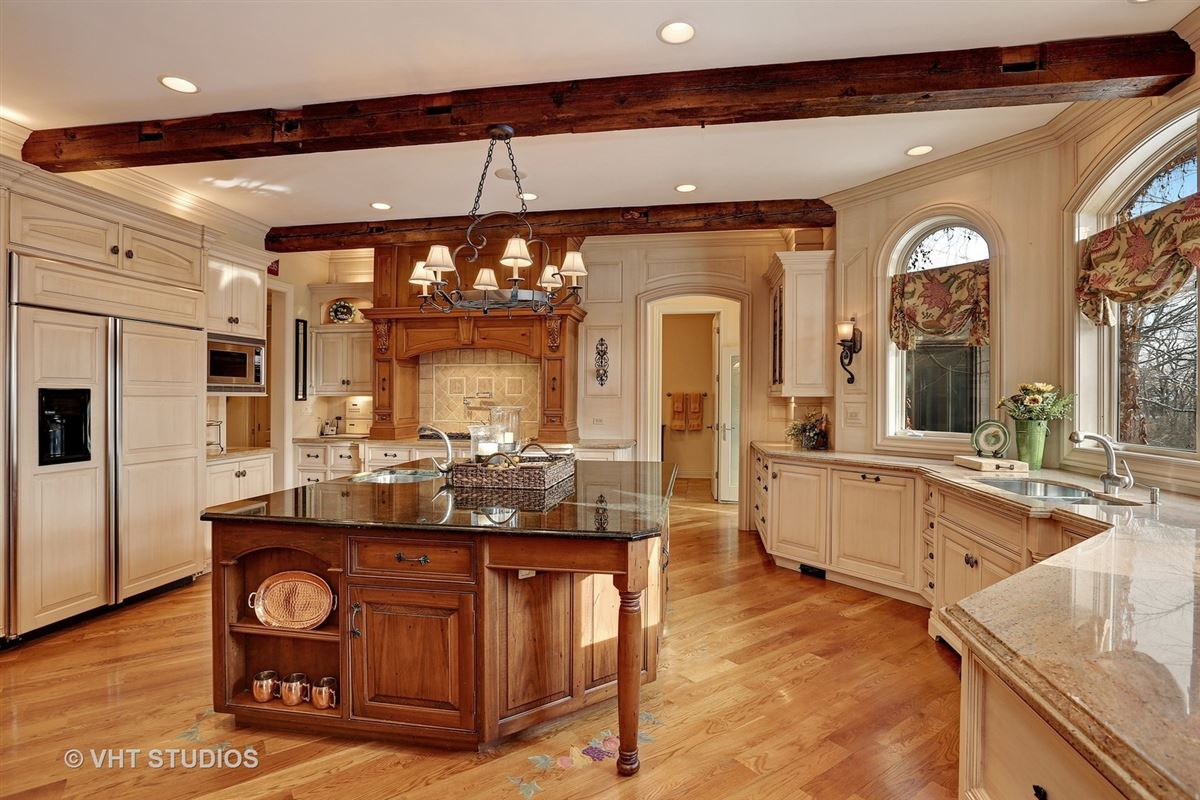 Mansions Gorgeous estate property with an exquisite blend of design