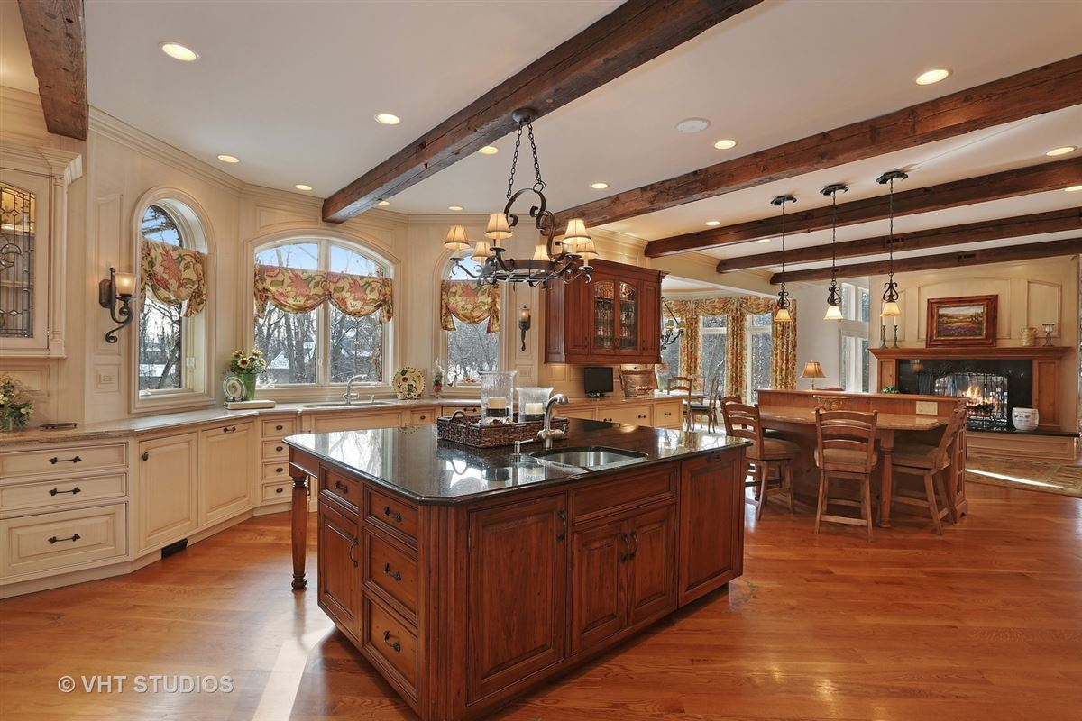 Gorgeous estate property with an exquisite blend of design mansions