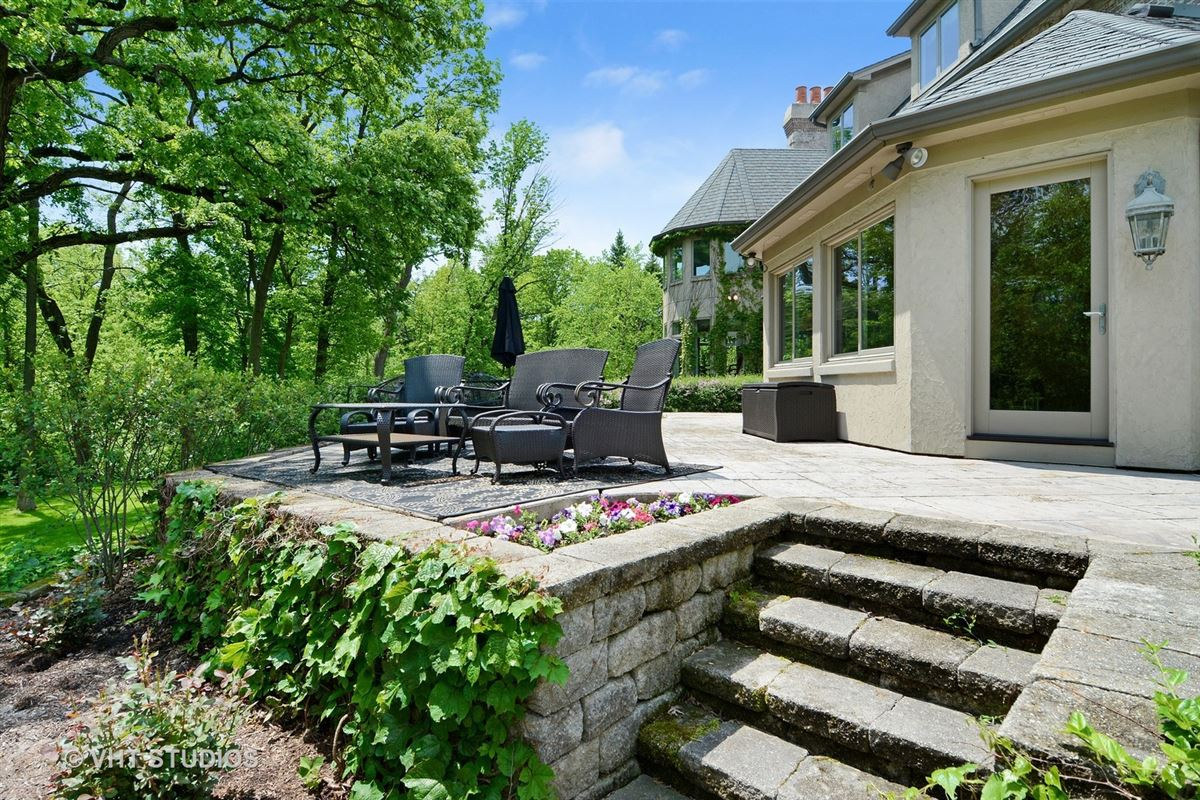 Luxury properties Gorgeous estate property with an exquisite blend of design