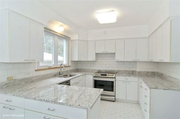 Luxury properties warm and welcoming Art Deco home for rent