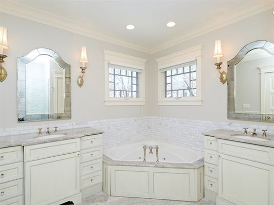 Luxury homes in an outstanding combination of style, function & finishes
