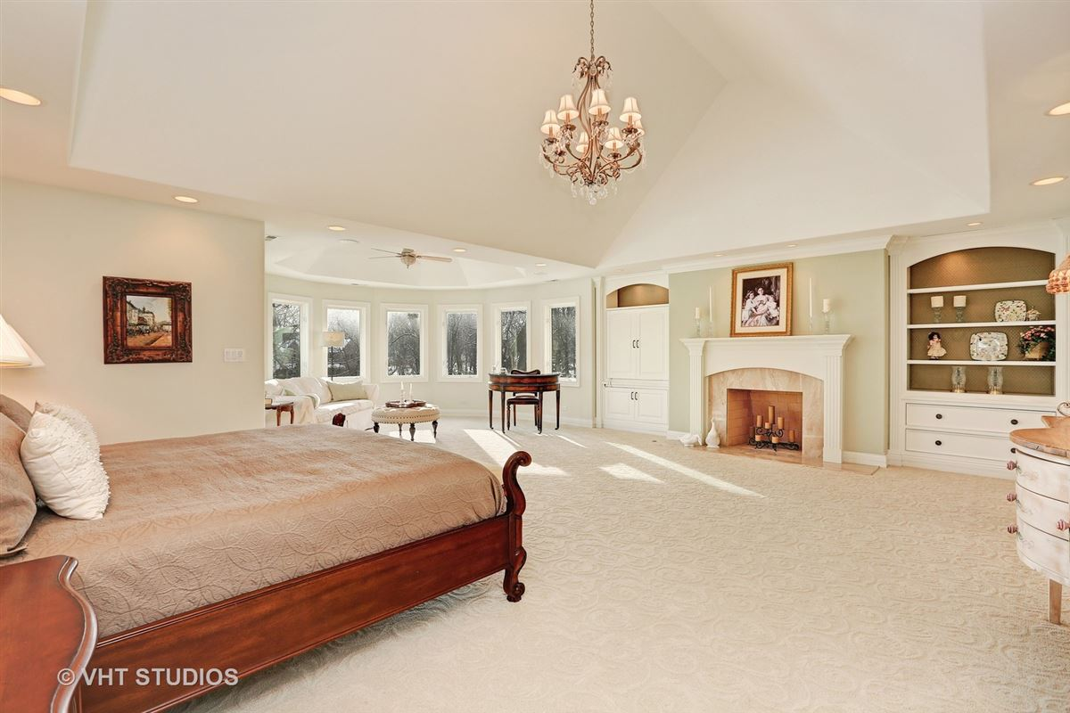 GORGEOUS ESTATE PROPERTY  mansions
