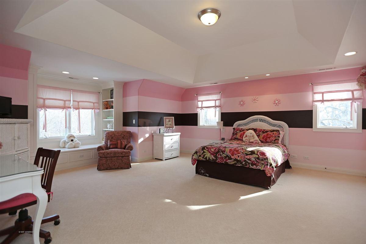Luxury homes GORGEOUS ESTATE PROPERTY
