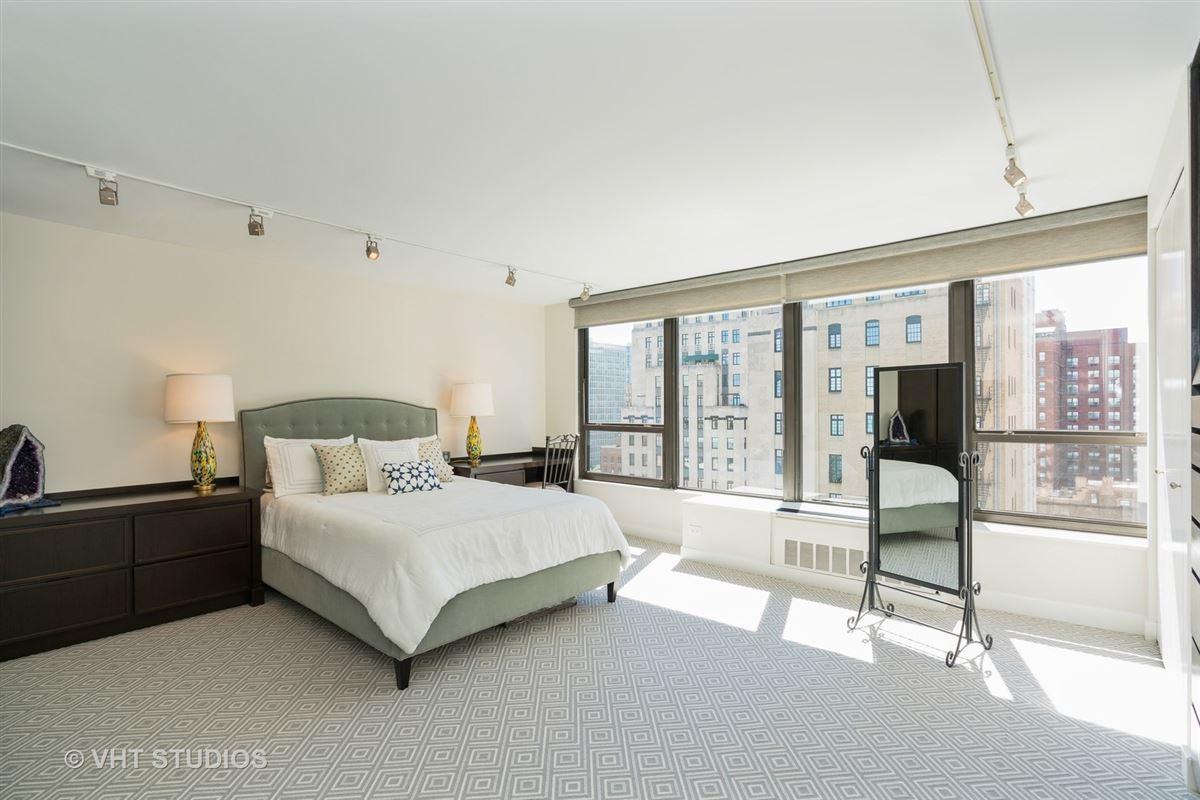Luxury homes sunny renovated Gold Coast condo