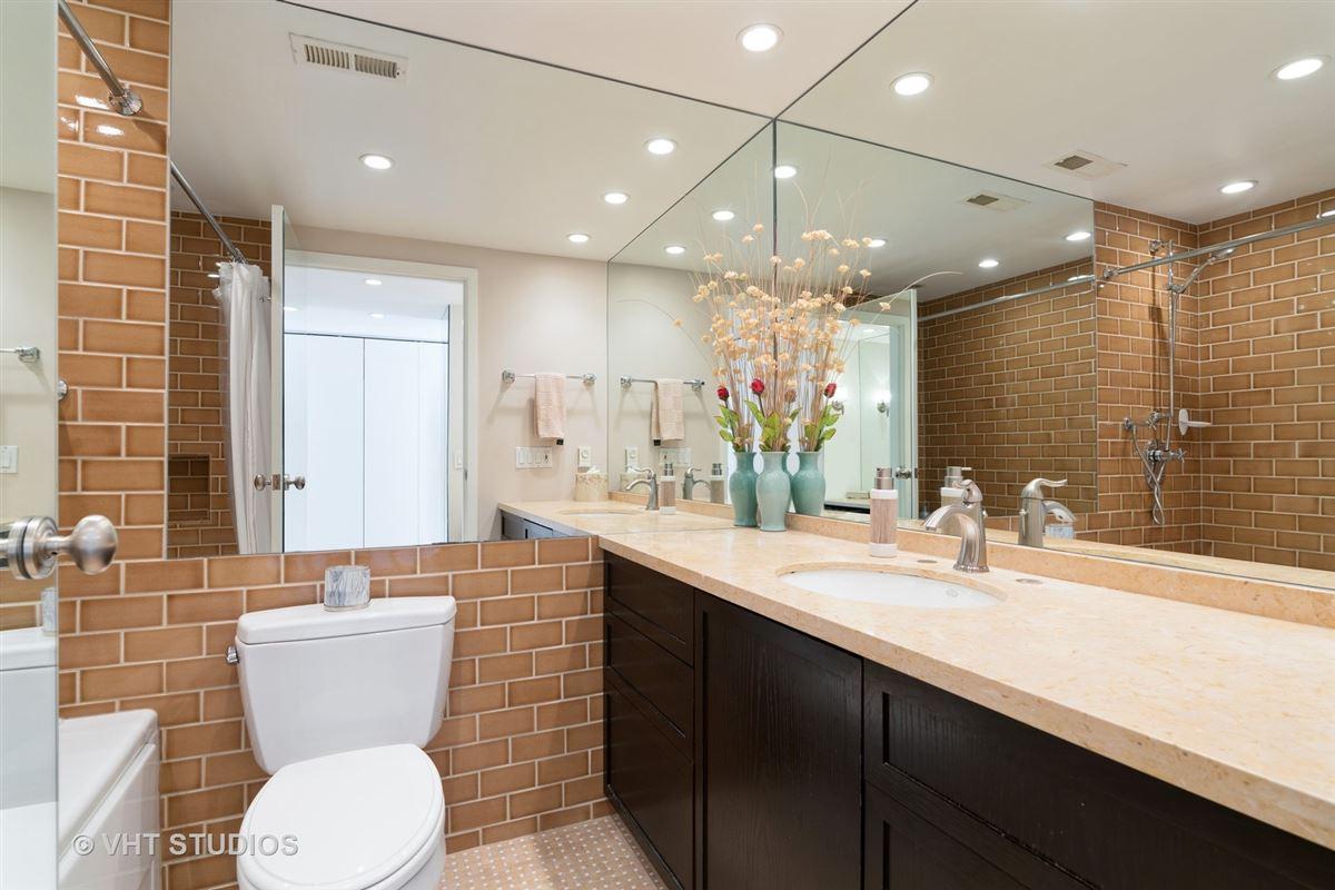 sunny renovated Gold Coast condo luxury real estate
