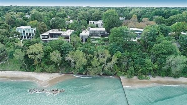 Luxury homes Truly magnificent lakefront home