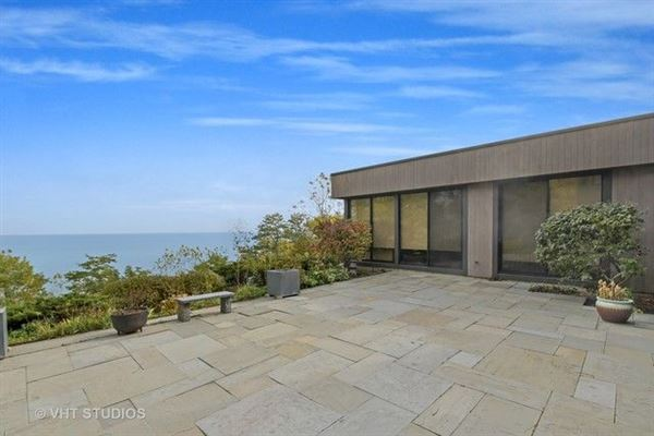 Luxury properties Truly magnificent lakefront home