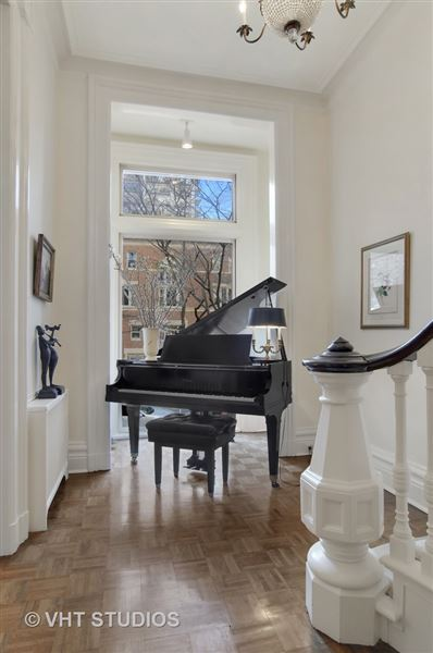 Luxury real estate historic rowhome in the gold coast