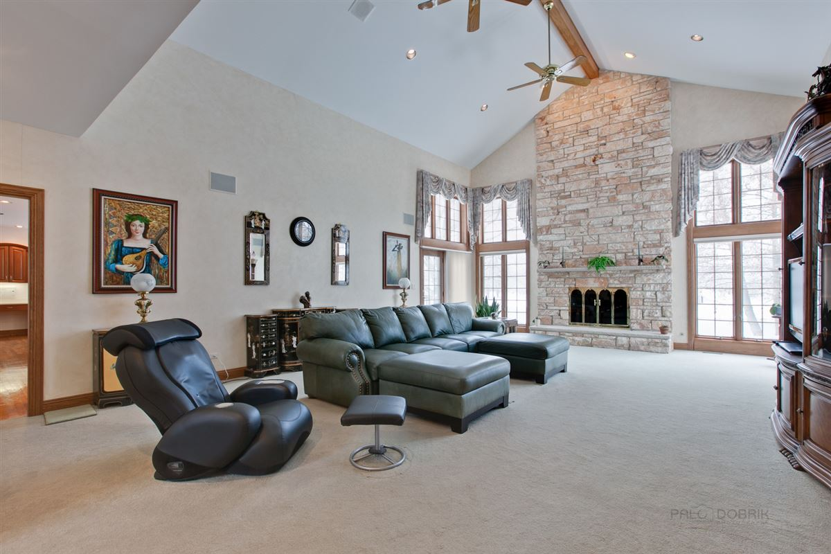 Amazing Lakefront property in South Barrington luxury real estate