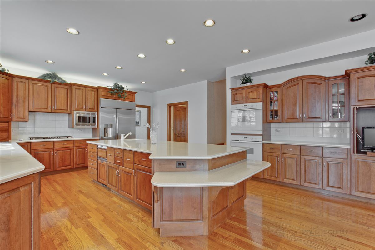 Amazing Lakefront property in South Barrington mansions