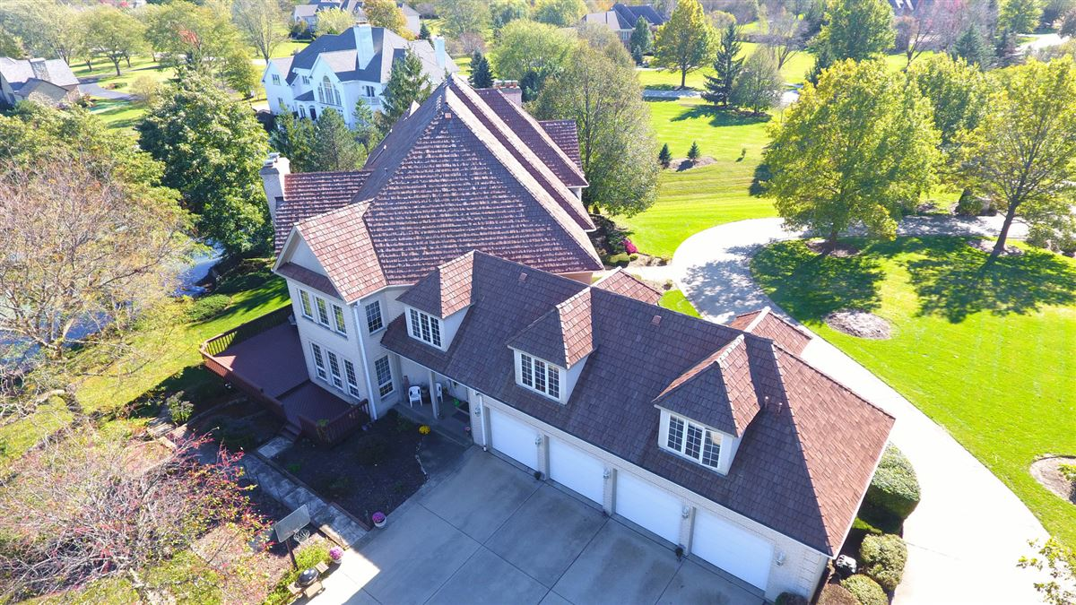 Amazing Lakefront property in South Barrington luxury properties