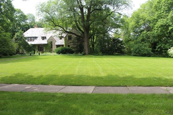 The best buildable lot in Southeast Hinsdale luxury real estate