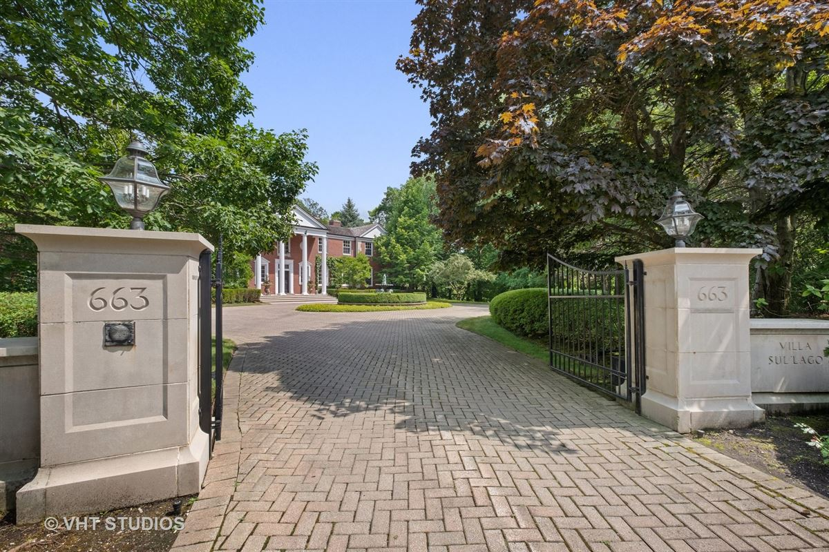 Luxury homes a Spectacular 2.48 acre lakefront estate