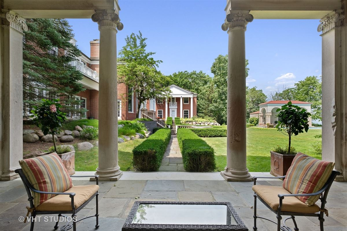 Luxury real estate a Spectacular 2.48 acre lakefront estate