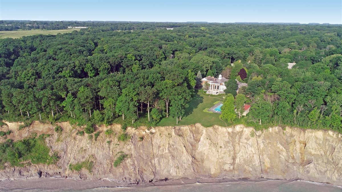 Luxury homes in a Spectacular 2.48 acre lakefront estate