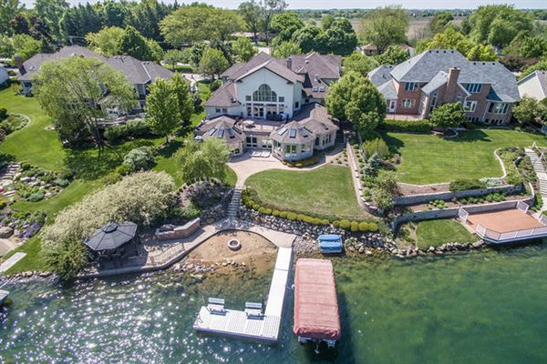 Luxury homes SPECTACULAR SETTING ON LAKE WALLOON