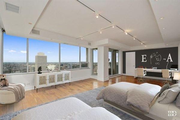 Luxury homes in spacious full-floor smart home