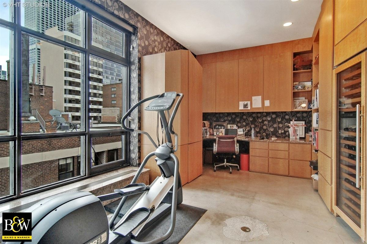 Luxury homes in elegant half floor penthouse residence