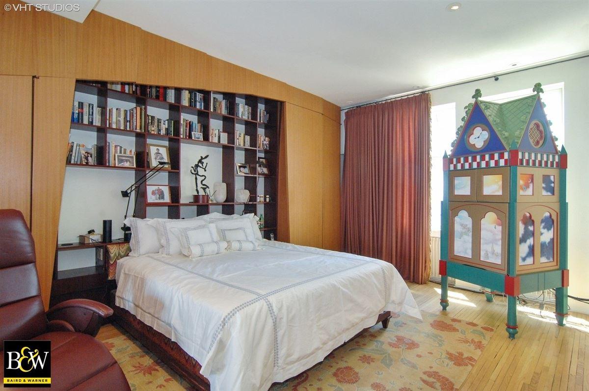 Mansions in elegant half floor penthouse residence