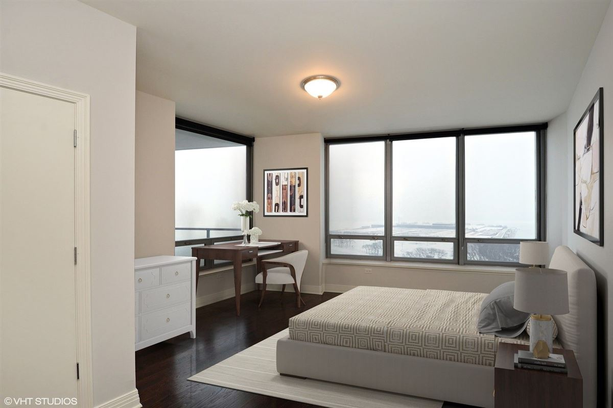 Luxury homes gorgeous home in sought-after lake shore drive building