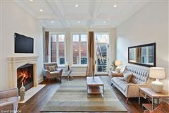 Luxury homes in Stunning single family home on Mohawk Street
