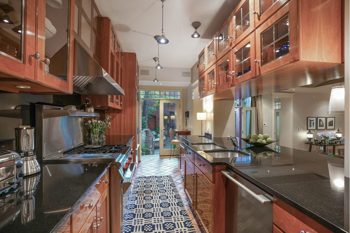 Mansions a magnificent vintage rowhome in east lincoln park