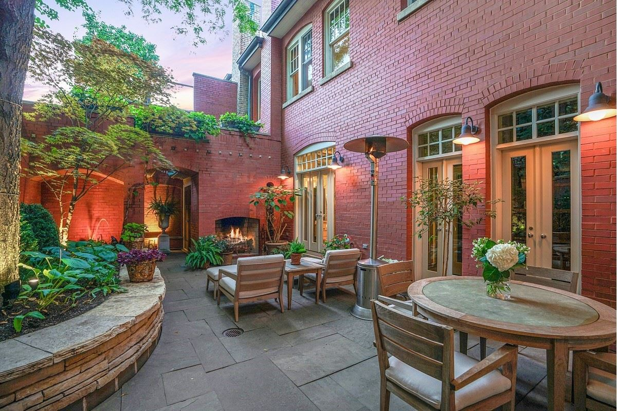 Luxury real estate a magnificent vintage rowhome in east lincoln park