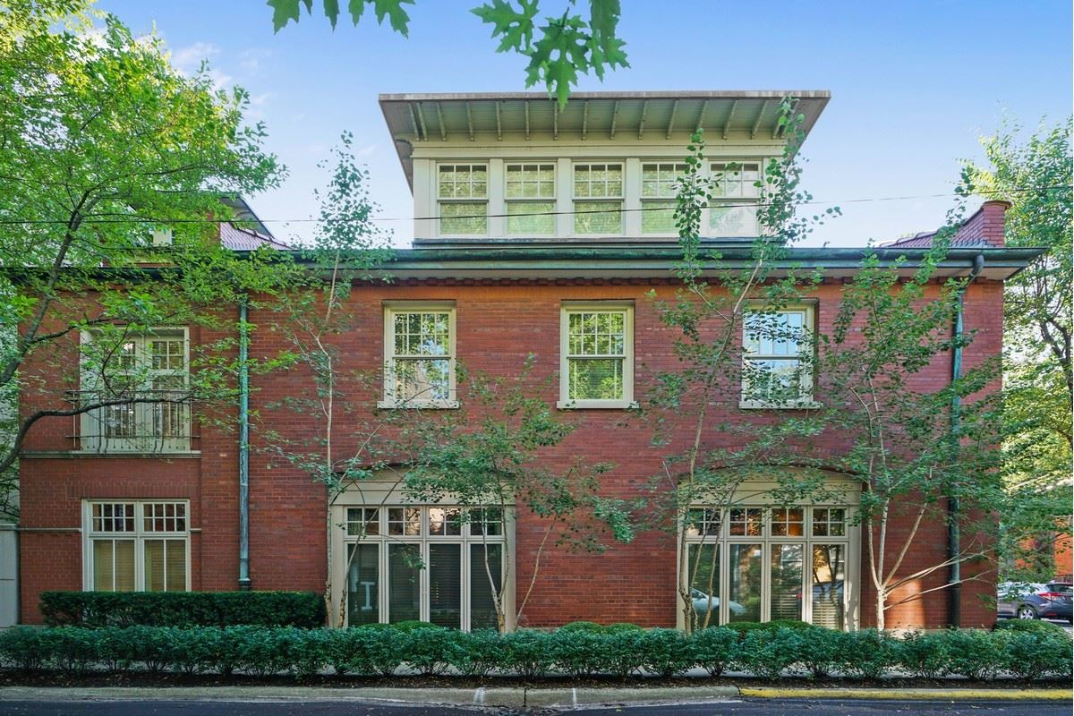 Luxury homes in a magnificent vintage rowhome in east lincoln park