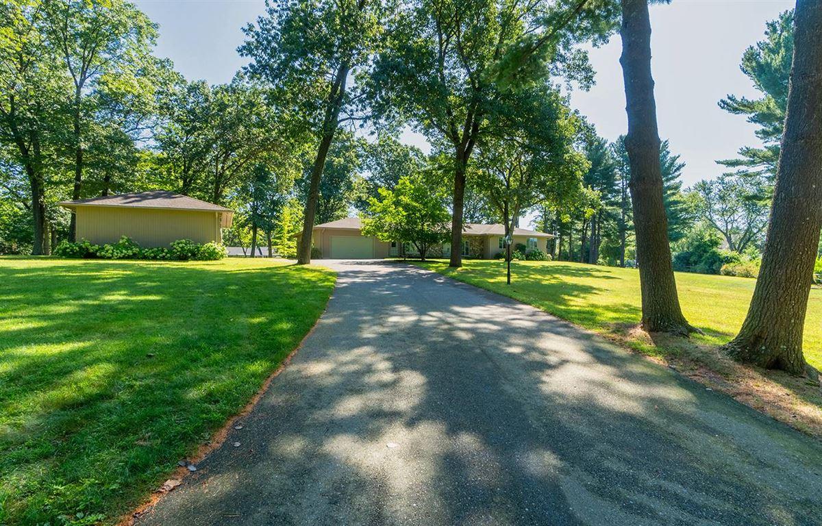 Luxury properties premier property in an estate like setting